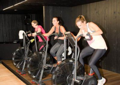 my-gymbox_small-group-training-cycling